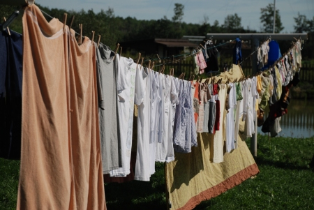 Solar-powered clothes dryer