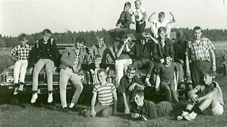The Speed Demons on vacation somewhere in Nova Scotia, Prince Edward Island or New Brunswick. Don Hume is the older chap in the second row, to the right.