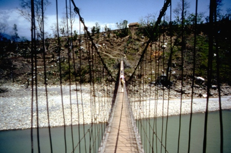 The suspension bridge shortly after leaving Dumre.
