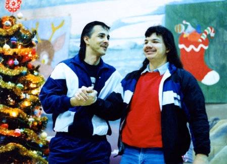 John Schimmens encourages a visitor during a Christmas social at the Edmonton Institution in 1992.