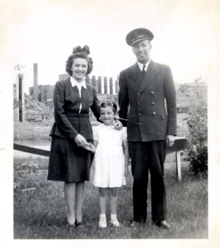 A young Jean Olscamp and her parents.